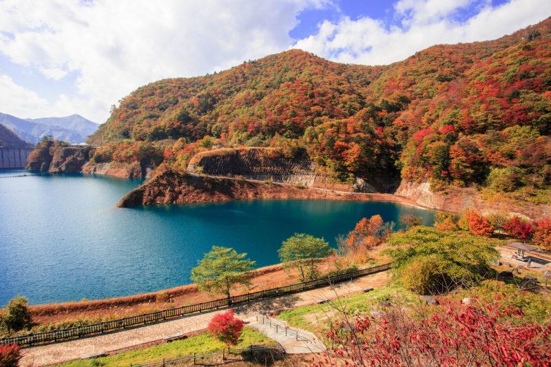 奥四万湖と紅葉